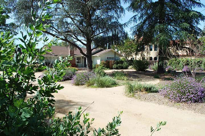 Garden 25 in Woodland Hills